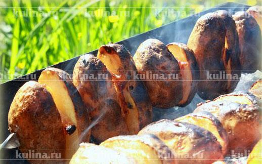 рецепт картофеля на мангале с салом