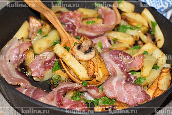 Блюдо из сосисок с картошкой в мультиварке