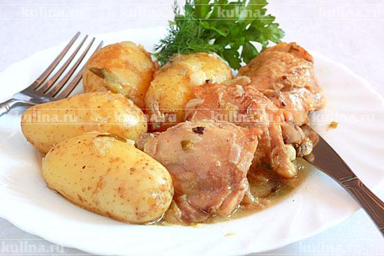 курица тушеная в собственном соку в кастрюле