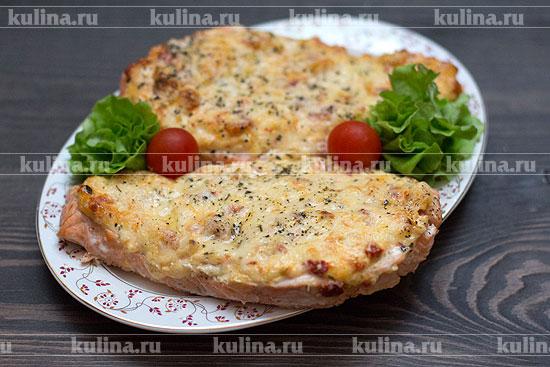 Форель запеченная с сыром и помидором в духовке