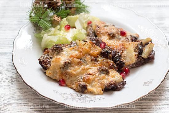 Мясо с ананасами и черносливом