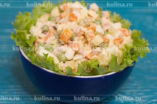 Салат столичный с копченой курицей