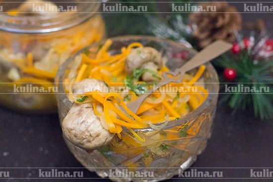 Маринованные шампиньоны с морковью и луком
