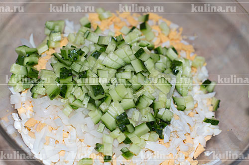 Салат с кукурузой и сухариками и огурцом рецепт с