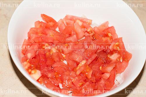 Салат из кальмара с помидором и сыром