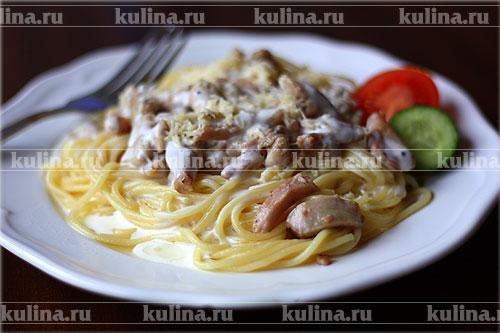 спагетти с курицей и сыром на сковороде рецепт с фото