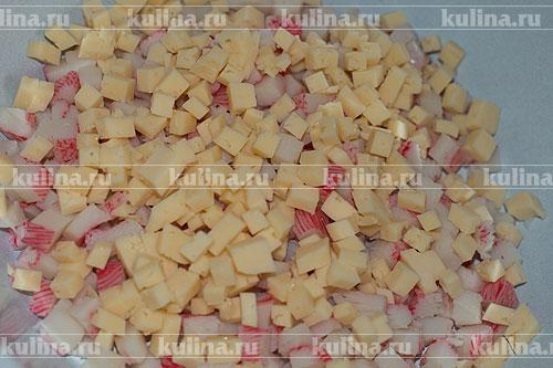 салат с сухариками и крабовыми палочками с сыром рецепт
