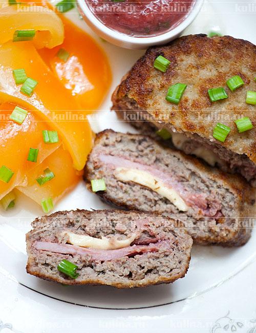 Стейки из свинины на сковороде — пошаговый рецепт с фото ...