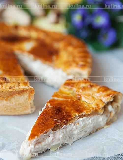 Пирог остудить, нарезать на порционные куски и подать к столу. Приятного аппетита.