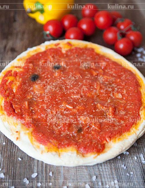 Пицца с помидорами колбасой и сыром и грибами рецепт с фото