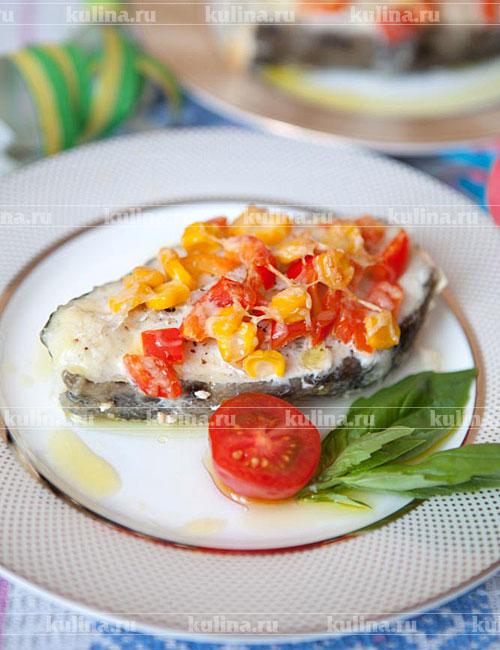 Готовую рыбу положить на блюдо, украсить листиками зелени и подать к столу. Приятного аппетита!